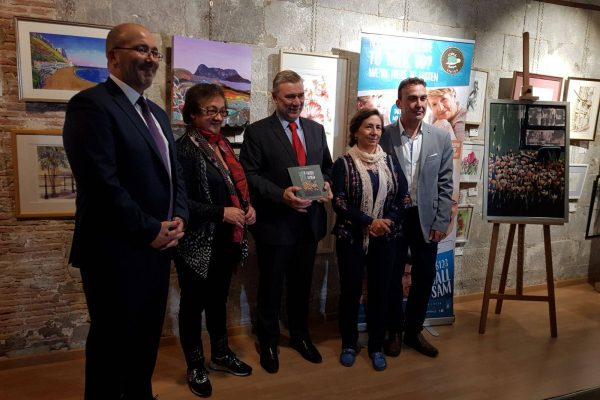 Minister Linares launches the book Mind me, Please with Christian Rocca